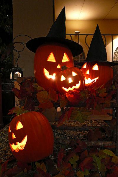 Carved pumpkins in Kobe, Japan, photographed by 663highland