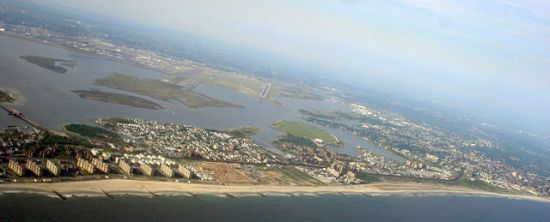 Rockaway, Long Island, in Queens, in New York City, photgraphed by Jorfer on a senior trip on 22 May 2007.