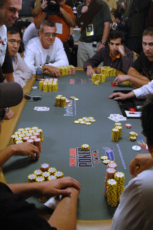 2006 World Series of Poker (WSOP) Main Event Table, 22 May 2007, http://www.lasvegasvegas.com/photogallery/3719-lg.jpg, Author: Photos by flipchip / LasVegasVegas.com