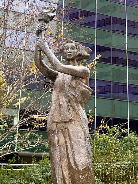 Replica of the Goddess of Democracy statue at Freedom Park in Arlington, Virginia, photographed by Ben Schumin.