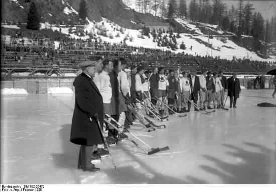Ice hockey game between the Canadian and Swedish teams during the 1928 Winter Olympics in St. Moritz.  Bundesarchiv, Bild 102-05472 / CC-BY-SA